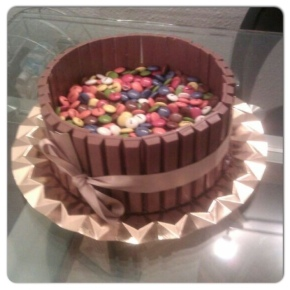 Tarta de Kit-kat y lacasitos!!