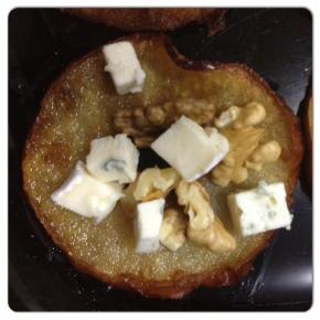 Manzanas crujientes con queso ynueces.