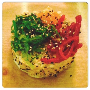 ORIBU GASTROBAR tartar de salmón,eneldo fresco,algas wakamey cebolla encurtida