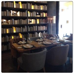 OTTO mesa biblioteca