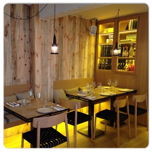 ALCOCER 42 mesas pared madera