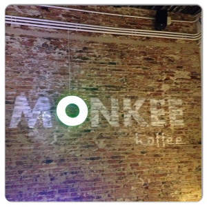 MONKEE KOFFEE luminoso